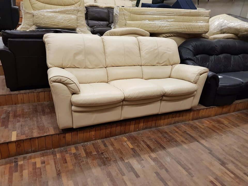 "Trivietė sofa su ""Reglainer"" funkcija"