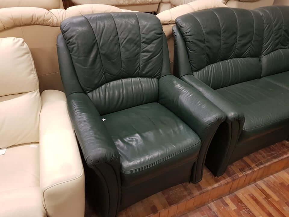 Natūralios odos kampas su foteliu
