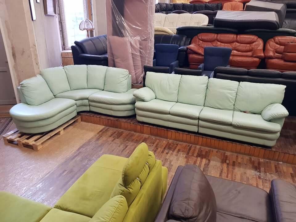 Natūralios odos kampas su sofa